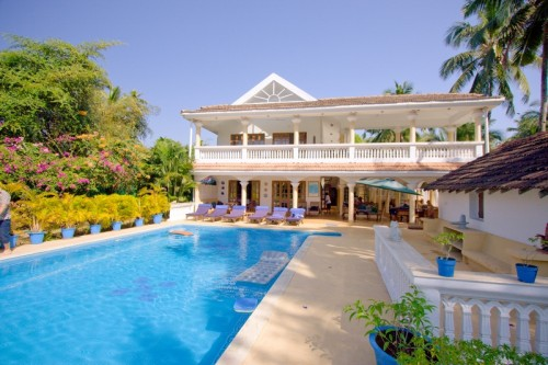 Luxury villa with swimming pool for rent in Candolim